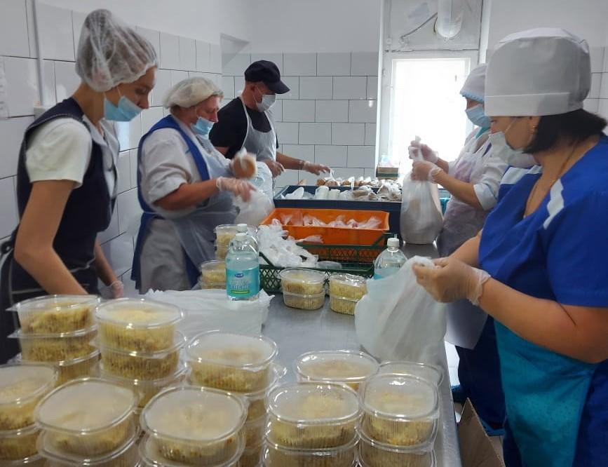 Около 5000 продуктовых наборов передали арзамасские предприятия для сотрудников МЧС, борющихся сприродными пожарами