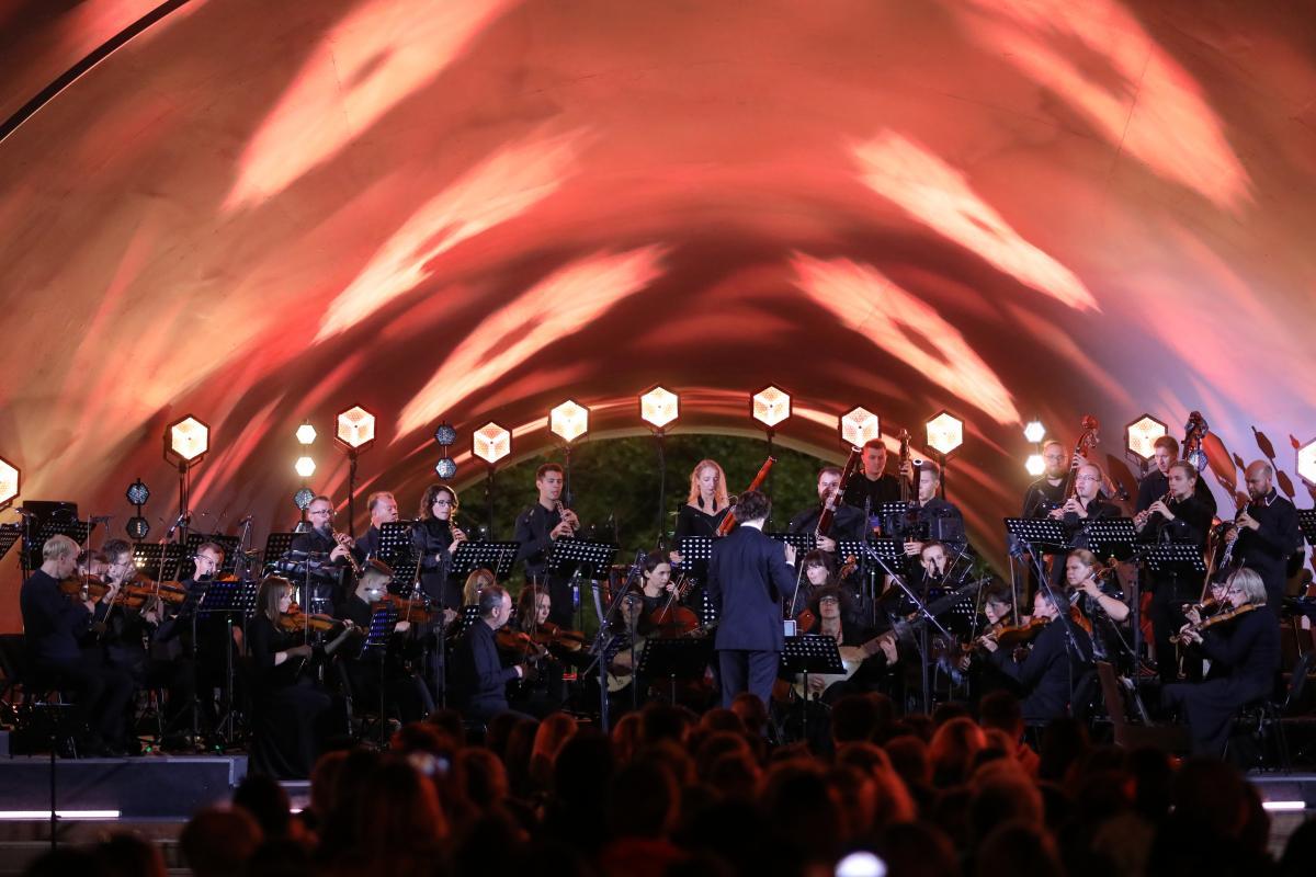 Навосстановленной сцене-ракушке вАлександровском саду состоялся первый концерт
