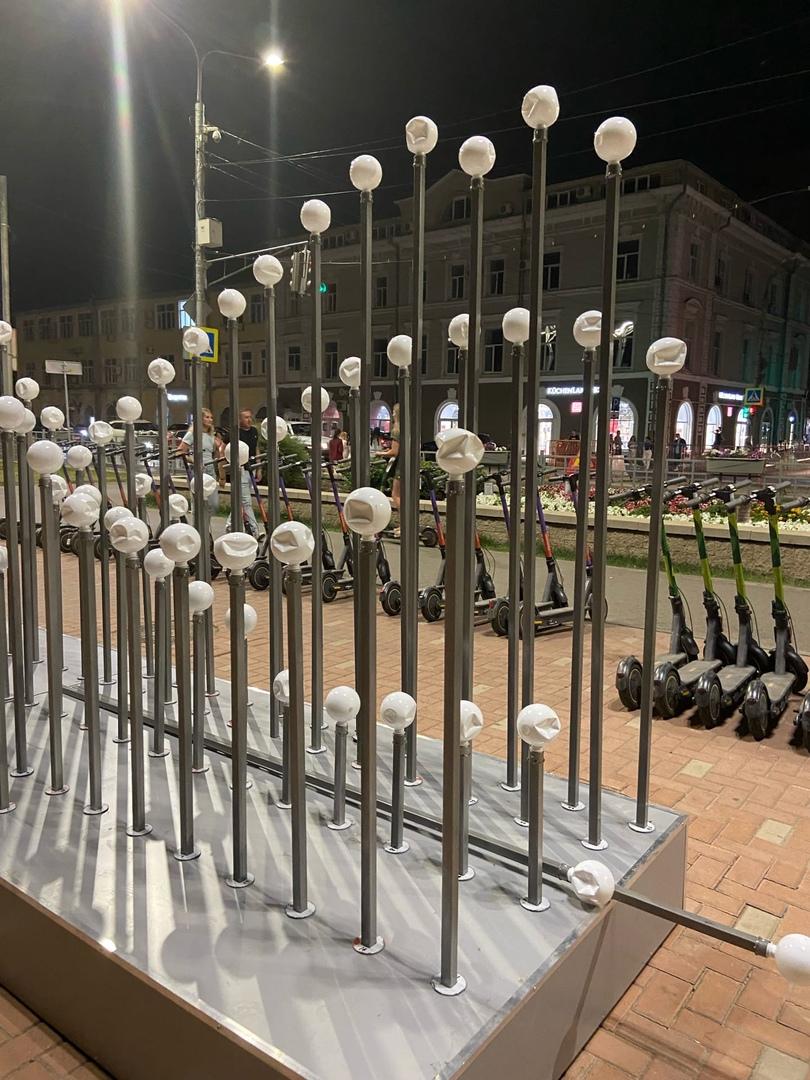 Вандалы испортили новую инсталляцию на Нижневолжской набережной