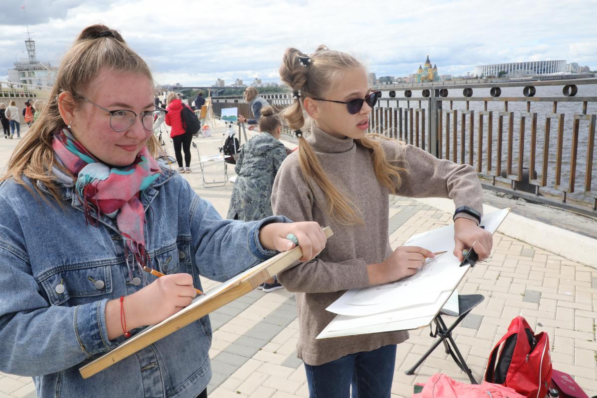 Волонтеры культуры запустили областной конкурс рисунков «Красочно оНижнем»