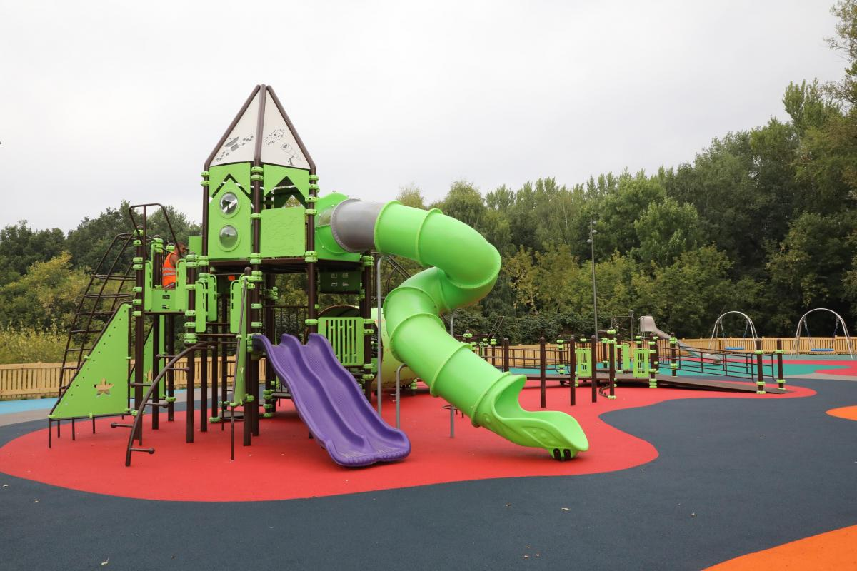 В парке демонтировали горку, на которой ребенок получил травму