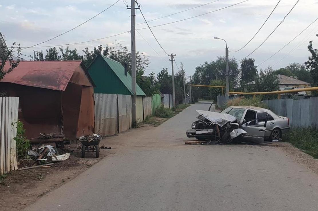 Подросток на Мерседесе врезался в гараж в Самаре