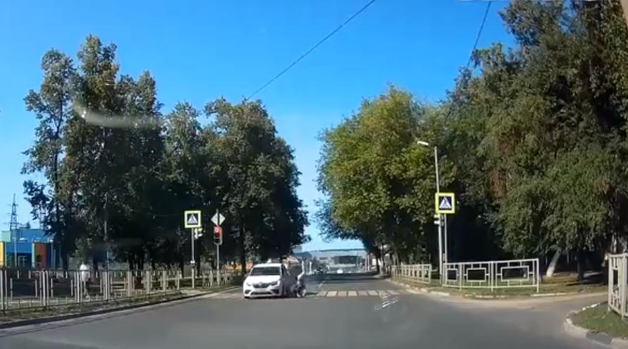 Таксист сбил мужчину на пешеходном переходе в Выксе