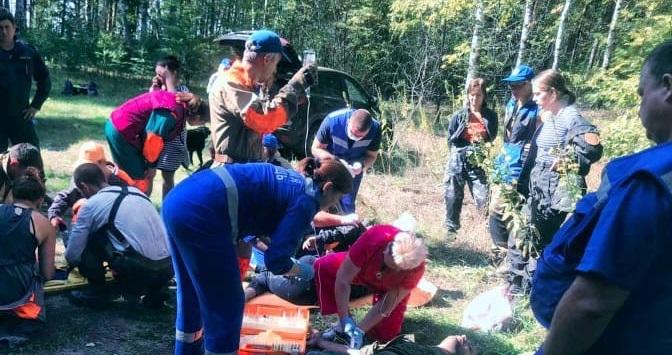 Два человека пострадали при обрушении стены в Володарском районе