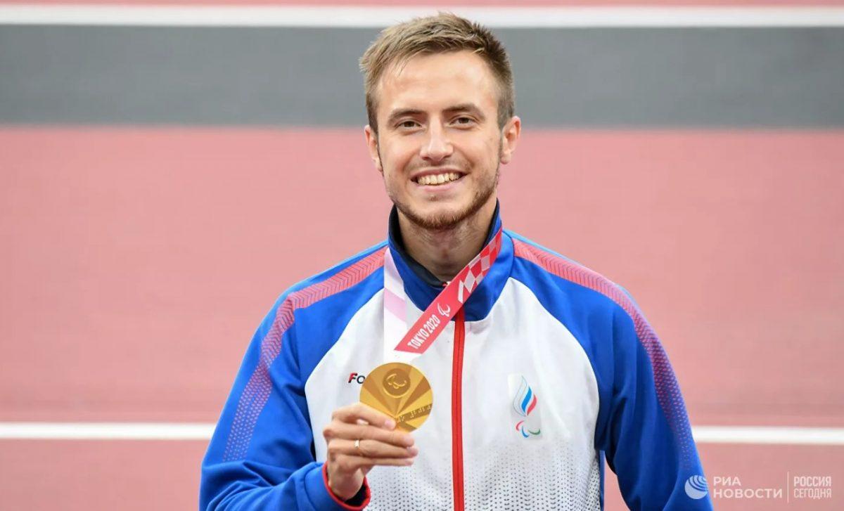 Глава Дзержинска поздравил спортсмена Андрея Вдовина с золотом на Паралимпиаде