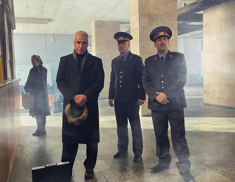 К немецкому вокалисту Тиллю Линдеманну нагрянула российская полиция