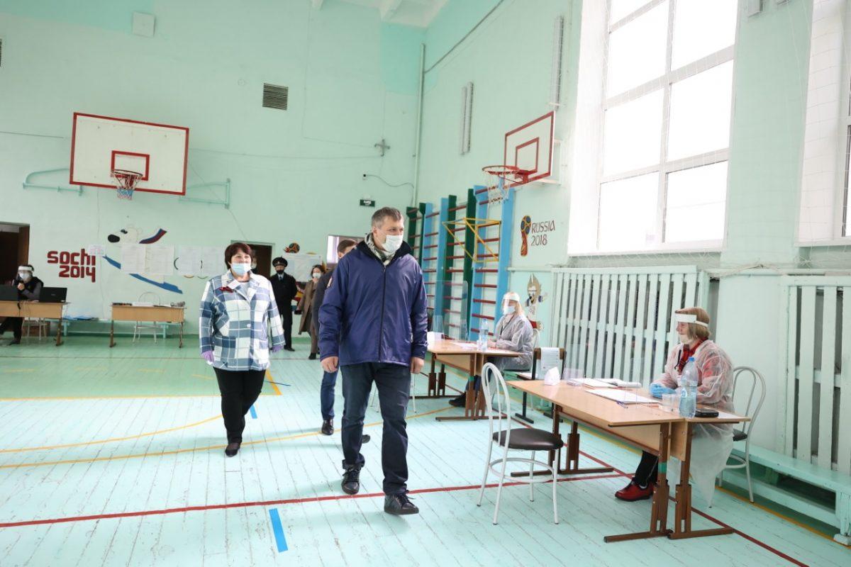Иван Носков проверил организацию работы участковых избирательных комиссий