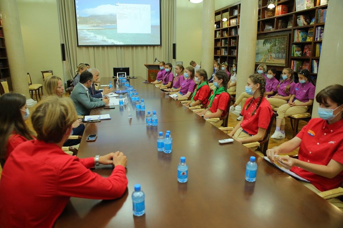 Нижегородские школьники презентовали проект «Культурный код Великих народов» в Артеке