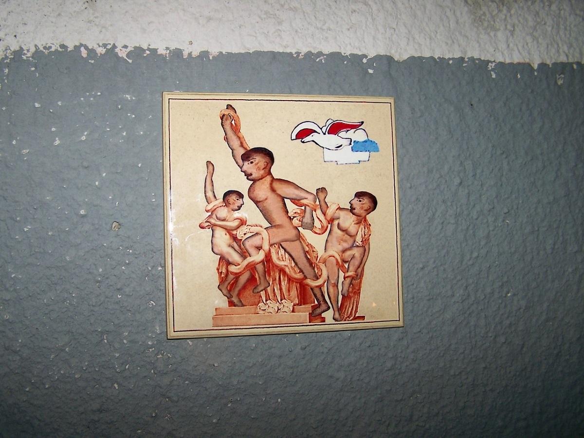 «Лаокоон» от Бэнкси Нижегородского появился на стене одного из бассейнов в Нижнем Новгороде