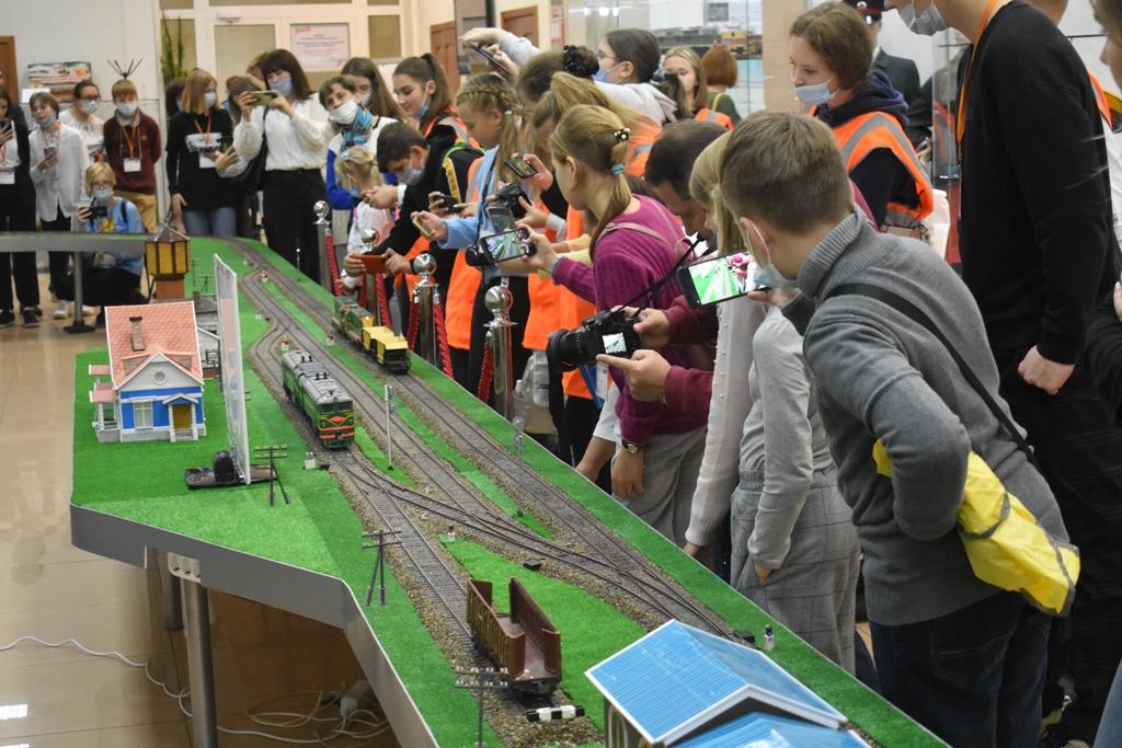 Юные журналисты посетили объекты железнодорожного транспорта в Нижнем Новгороде