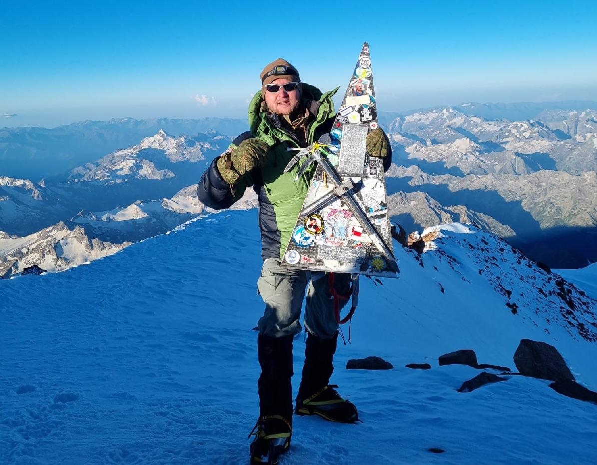 Жизнь по верхам: нижегородец сделал жене предложение на вершине Эльбруса