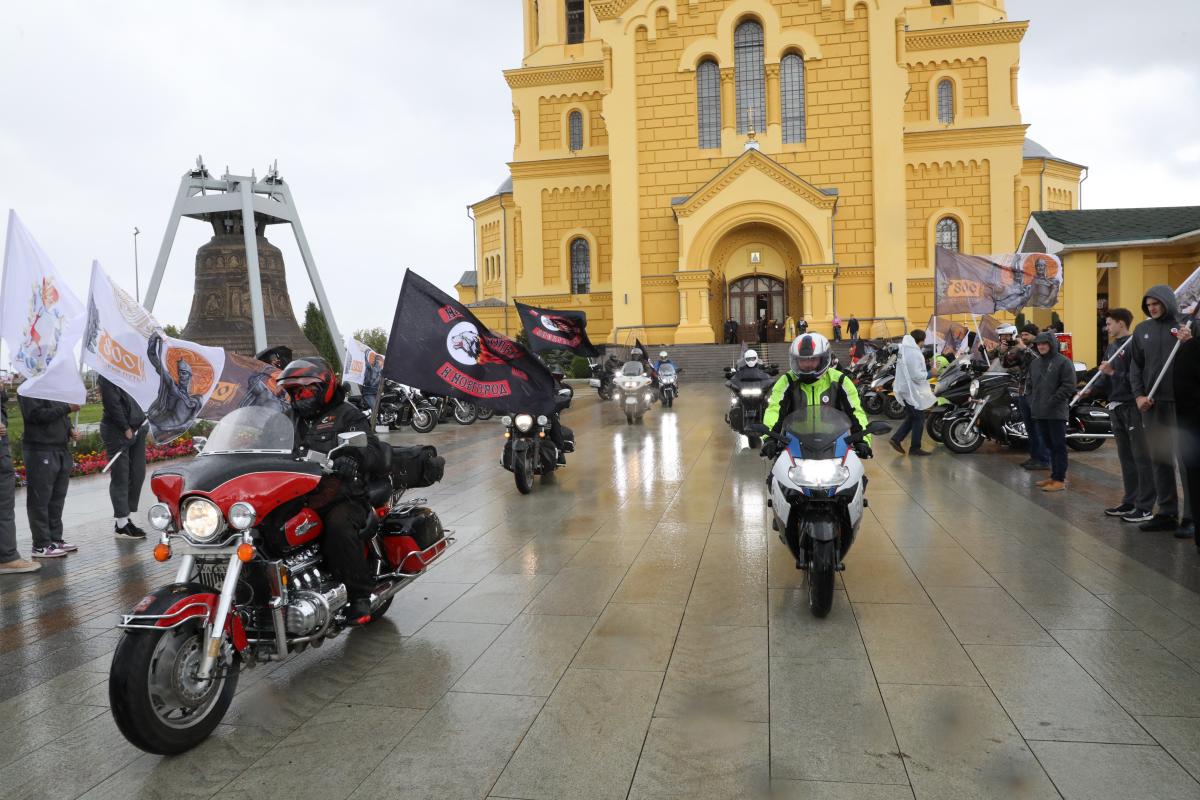 Старт межрегионального автомотопробега «Невский путь» прошел в Нижнем Новгороде: смотрим, как это было