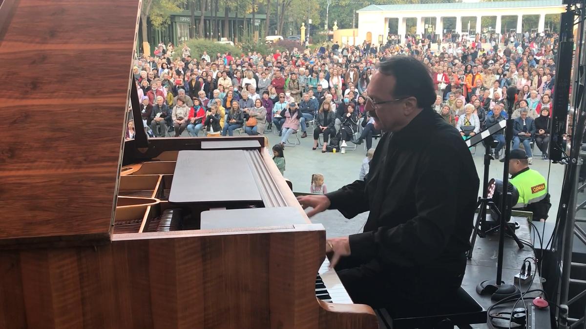 Джазовый музыкант Даниил Крамер выступил на фестивале в нижегородском парке «Швейцария»