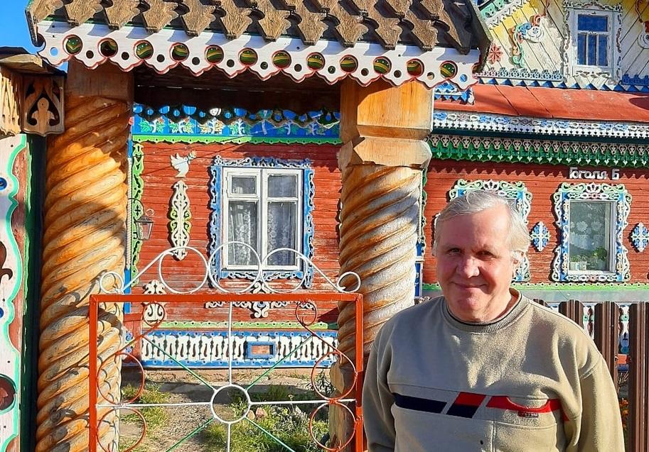 Пряничный дом: житель Сокольского создал сказочный терем