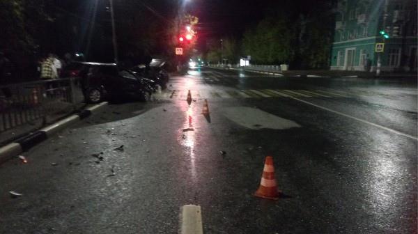Три автомобиля столкнулись на перекрестке в Дзержинске