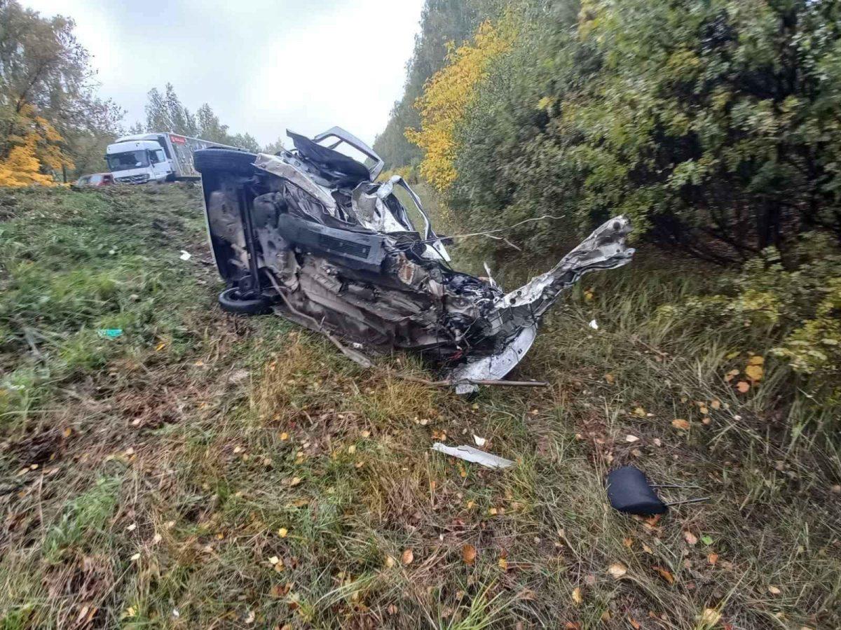 3 человека погибли при столкновении фуры и легкового автомобиля в Лысково