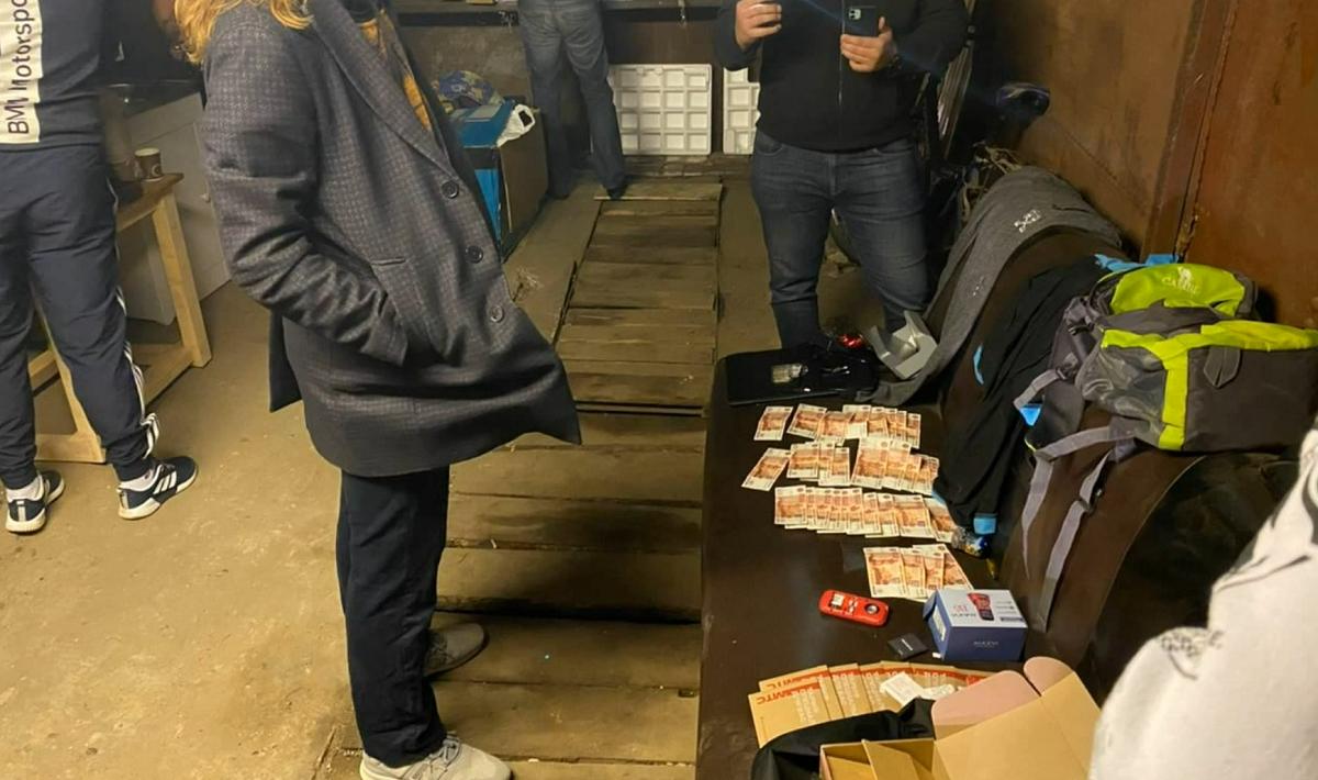 Нижегородец пытался сбыть фальшивые пятитысячные купюры