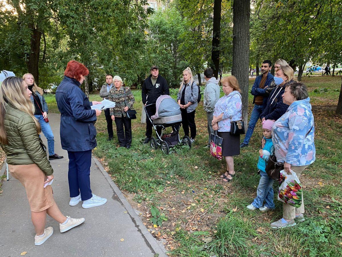 Детская площадка и парковые качели появятся в сквере на улице Чаадаева в 2022 году