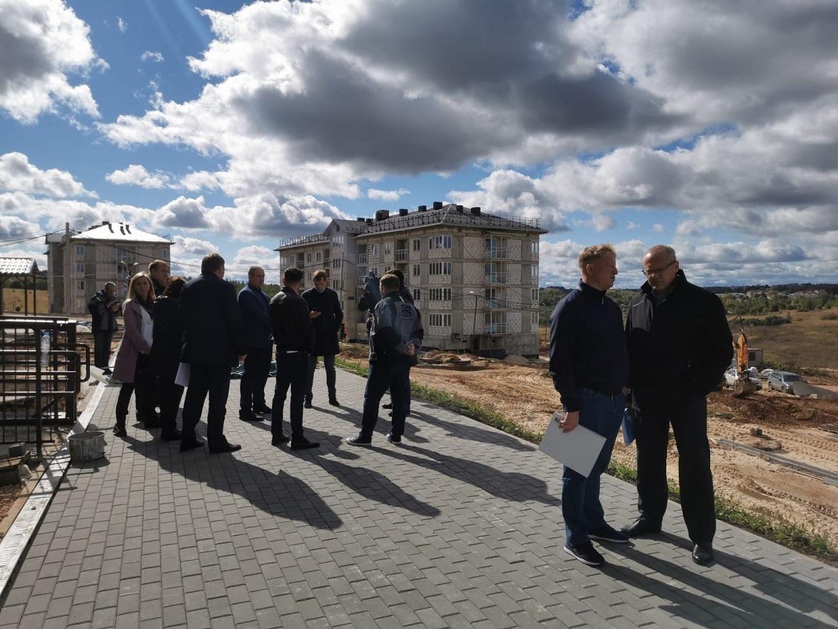 Два домаЖК «Новинки Smart City» строители готовят ксдаче вэксплуатацию вближайшие два месяца