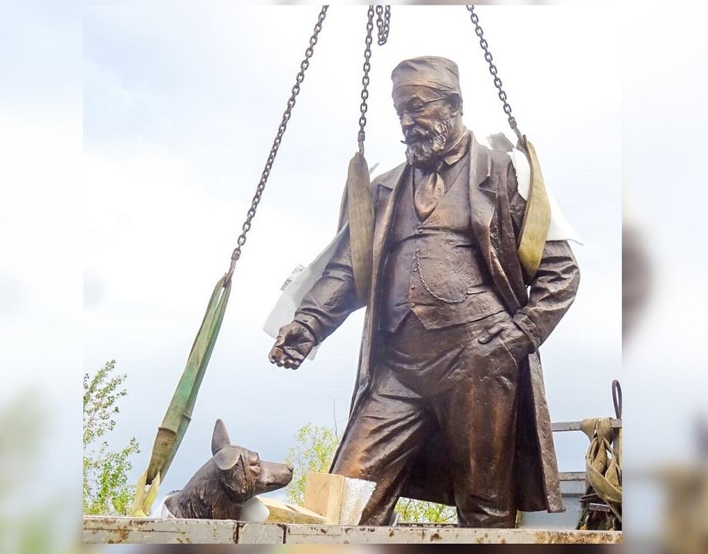 Памятник профессору Преображенскому и псу Шарику из «Собачьего сердца» установили в Нижнем Новгороде