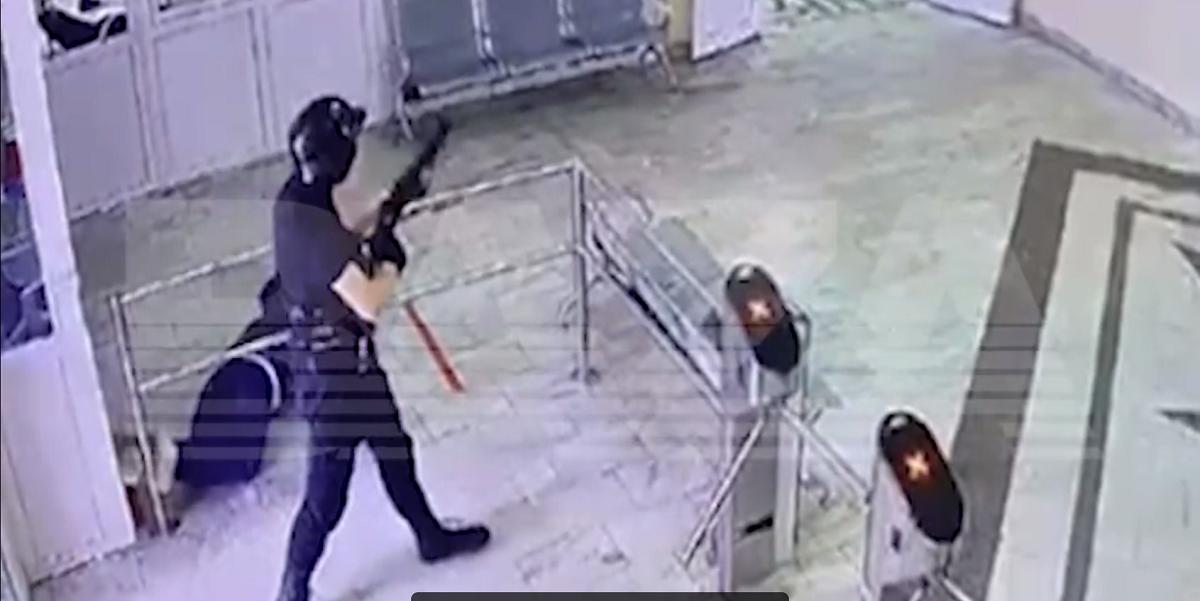 Появилось видео нападения пермского стрелка на студентов