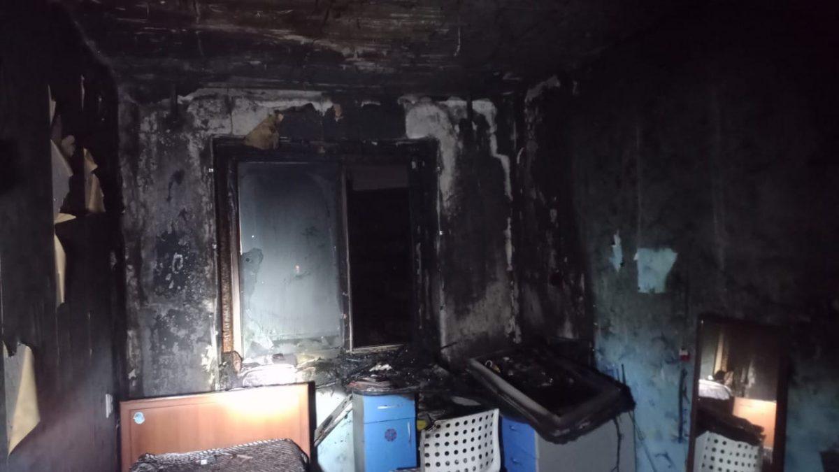Нижегородские пожарные спасли 12 человек из загоревшейся многоэтажки на улице Коминтерна