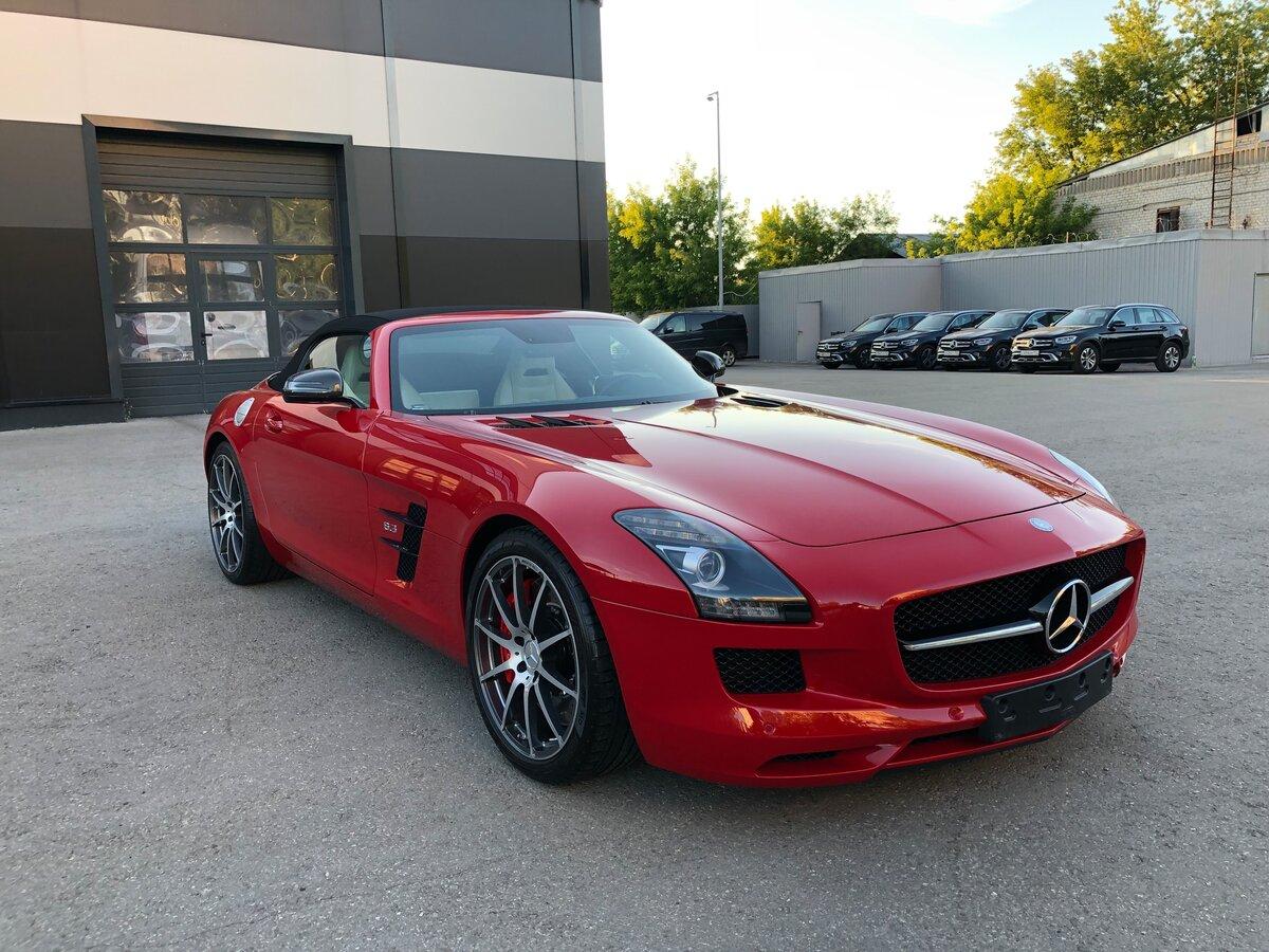 Красный кабриолет Mercedes-Benz продается в Нижнем Новгороде за 17 млн рублей