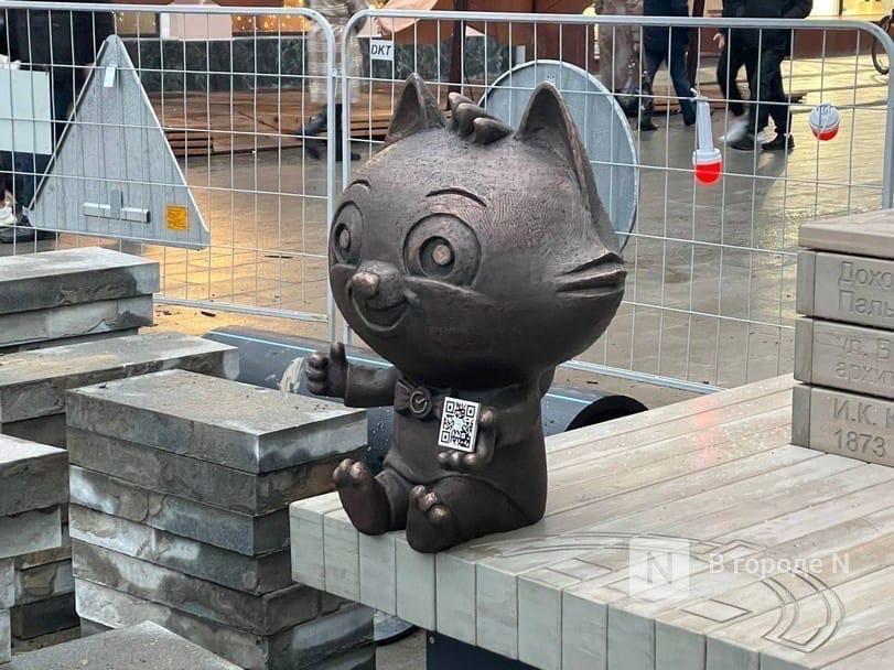 Скульптура пухлого кота появилась на Большой Покровской