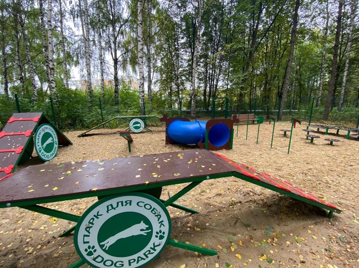 Новая современная площадка для выгула собак появилась в Советском районе