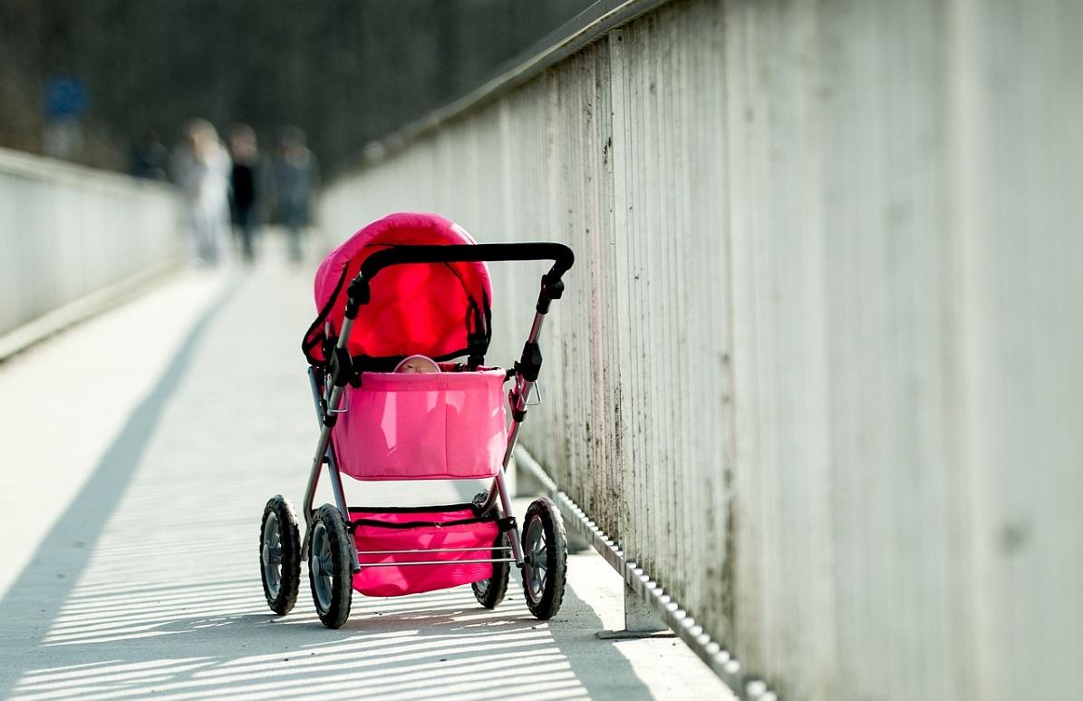 Забытого в коляске ребенка обнаружили на улице в Нижнем Новгороде