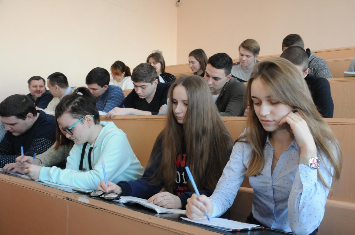 Глеб Никитин рекомендовал ввести обязательную вакцинацию студентов