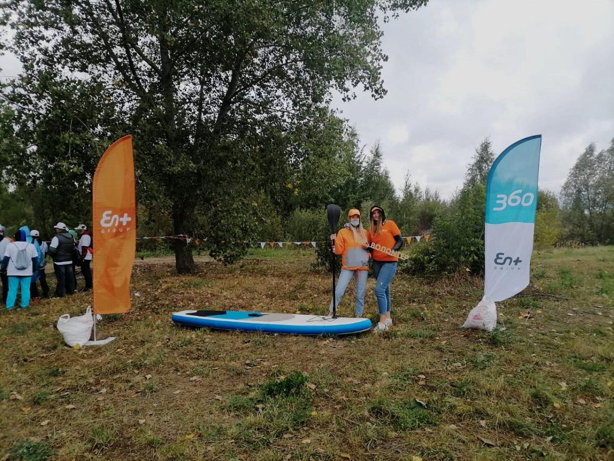 Сотрудники Минэкологии региона приняли участие вежегодном субботнике наберегу Пермяковского озера вАвтозаводском районе