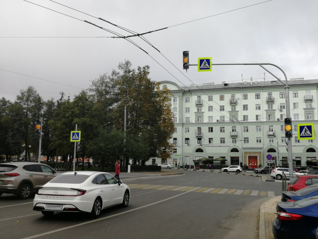 Новый светофор заработал на площади Горького в Нижнем Новгороде