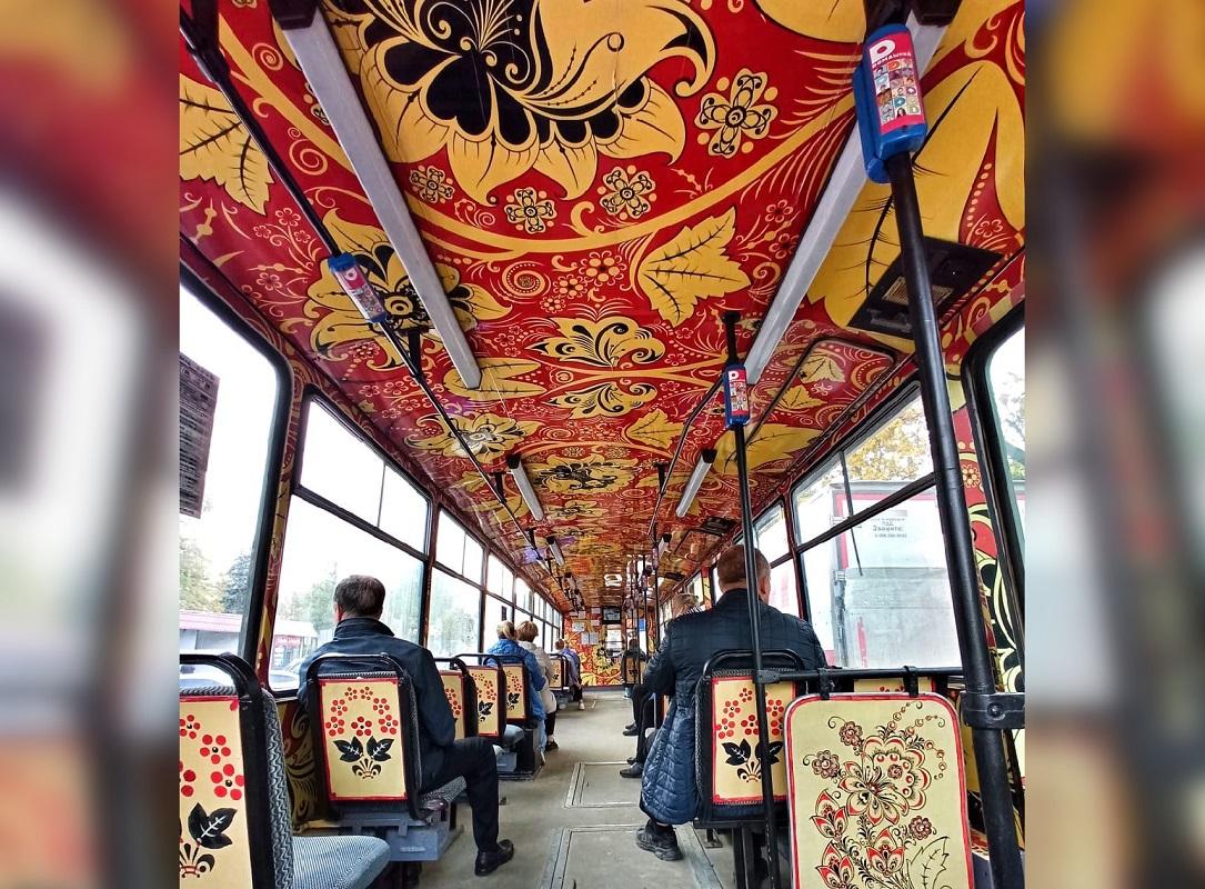 Трамвай с росписью под хохлому появился в Нижнем Новгороде