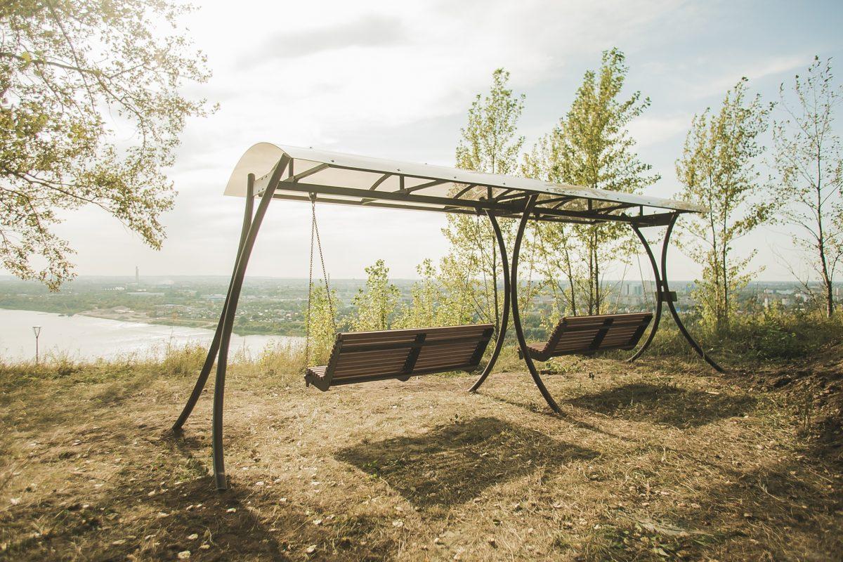 Панорамные качели по эскизу 9-летнего нижегородца установили в парке «Швейцария»