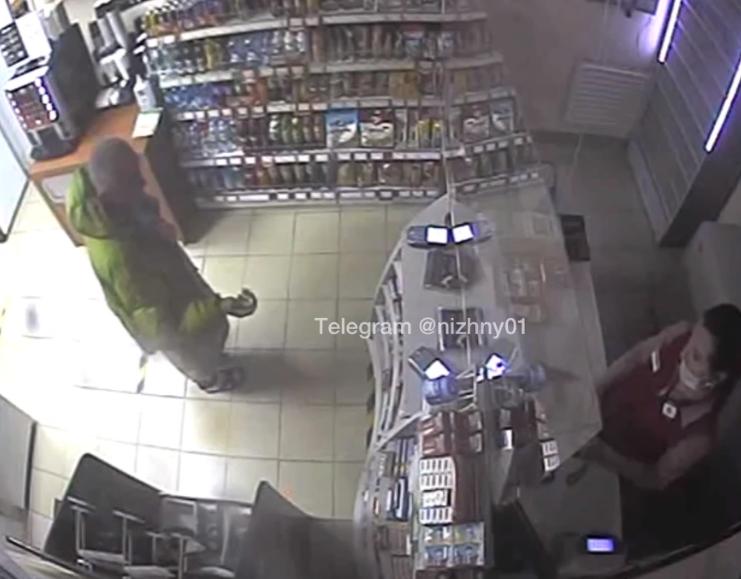 Мужчина угрожал ножом продавцу в Дивееве