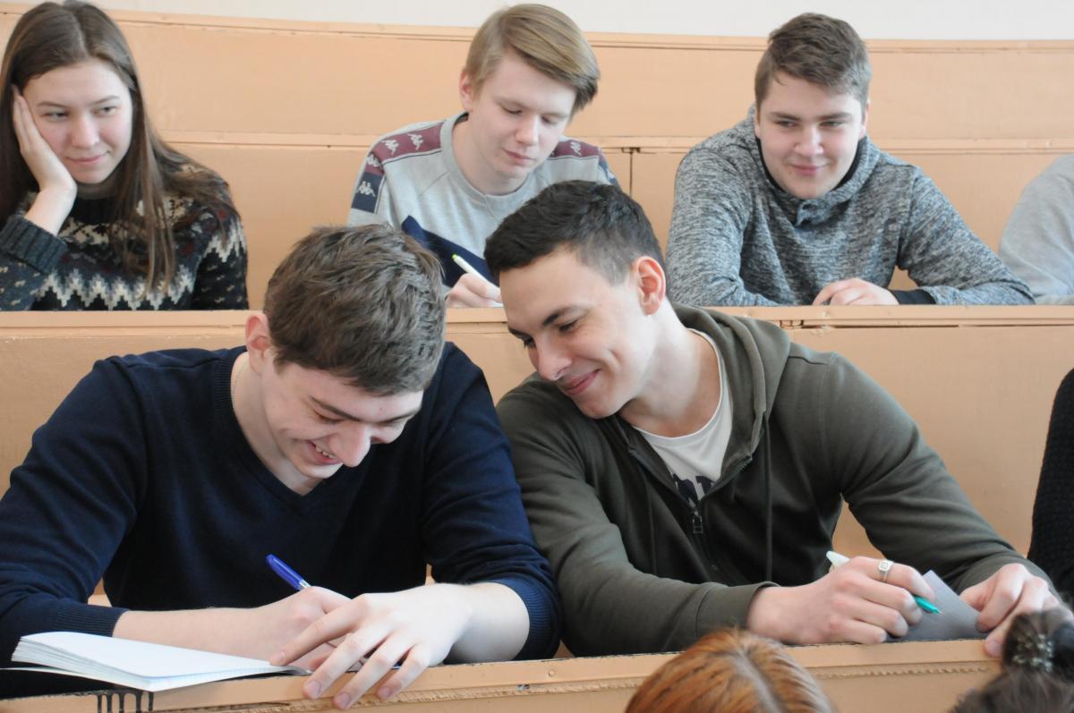 На одной волне: нижегородским вузам пришлось провести дополнительный набор на бюджет