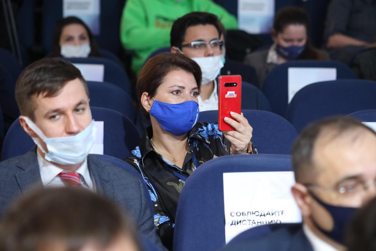 Роспотребнадзор отказался отменять обязательное использование защитных масок