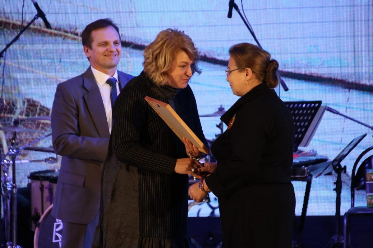 Дзержинских воспитателей и учителей поздравили с профессиональными праздниками