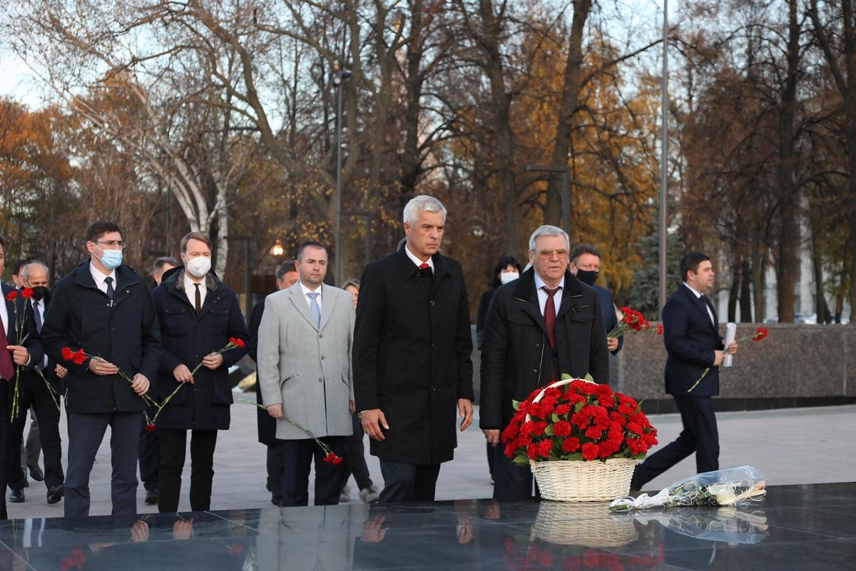 Память нижегородцев-героев Великой Отечественной войны почтила делегация Словацкой иЧешской Республик