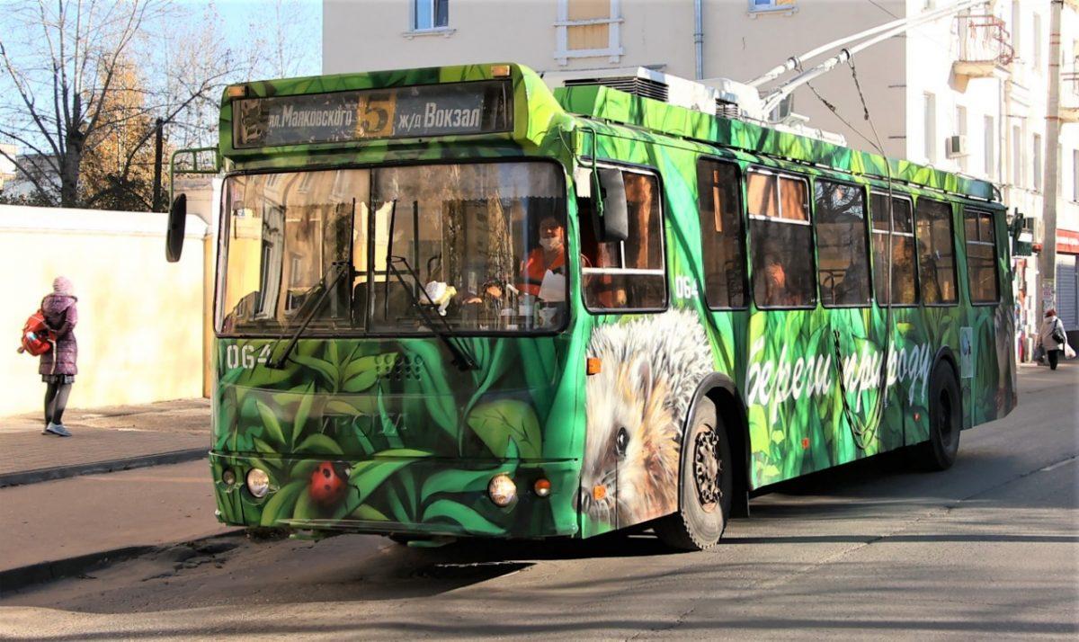 ВДзержинске налинию вышел троллейбус, оформленный вэкостиле