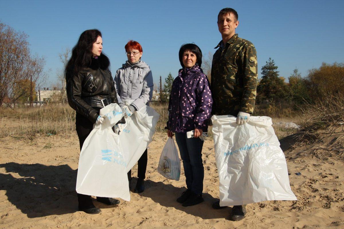 Дзержинские экологи провели субботник на берегу озера