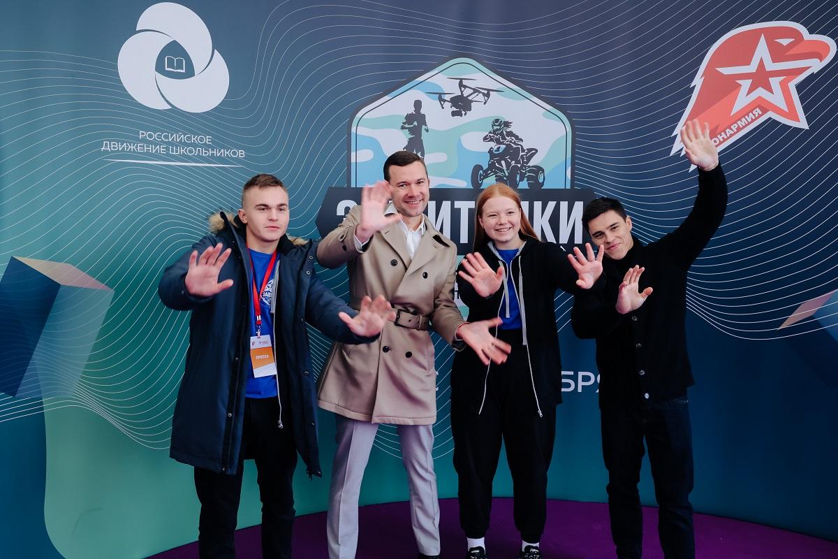 «Юнармия» и «Российское движение школьников» объявляют кастинг второго сезона реалити-шоу «Защитники»