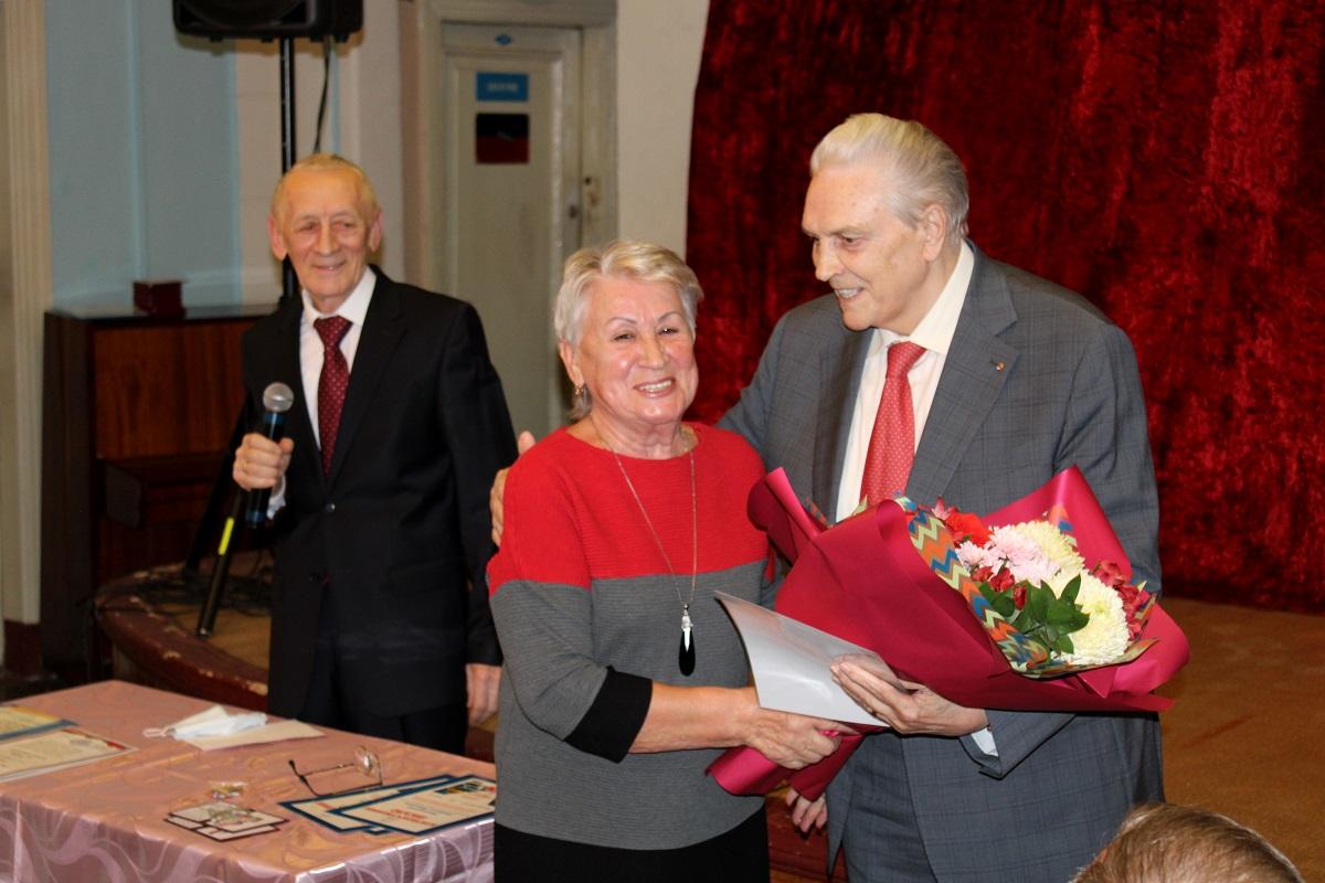 Памятной медалью 800-летия Нижнего Новгорода наградили ветеранов ГАЗа в Автозаводском районе