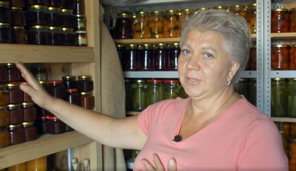 «Это моя болезнь, от которой я не могу избавиться»: нижегородка рассказала, зачем закатала почти 500 банок на зиму