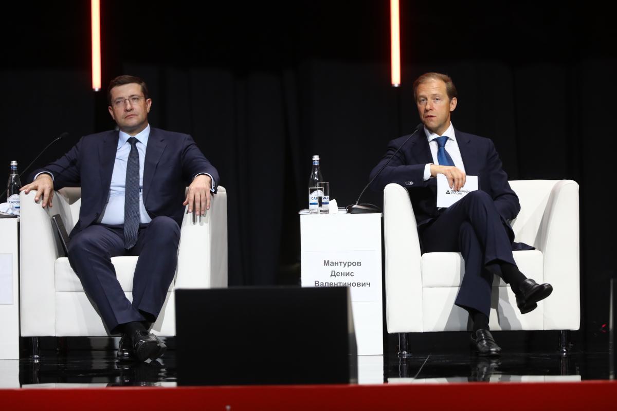 Денис Мантуров иГлеб Никитин приняли участие впленарном заседании Глобального форума креативных территорий