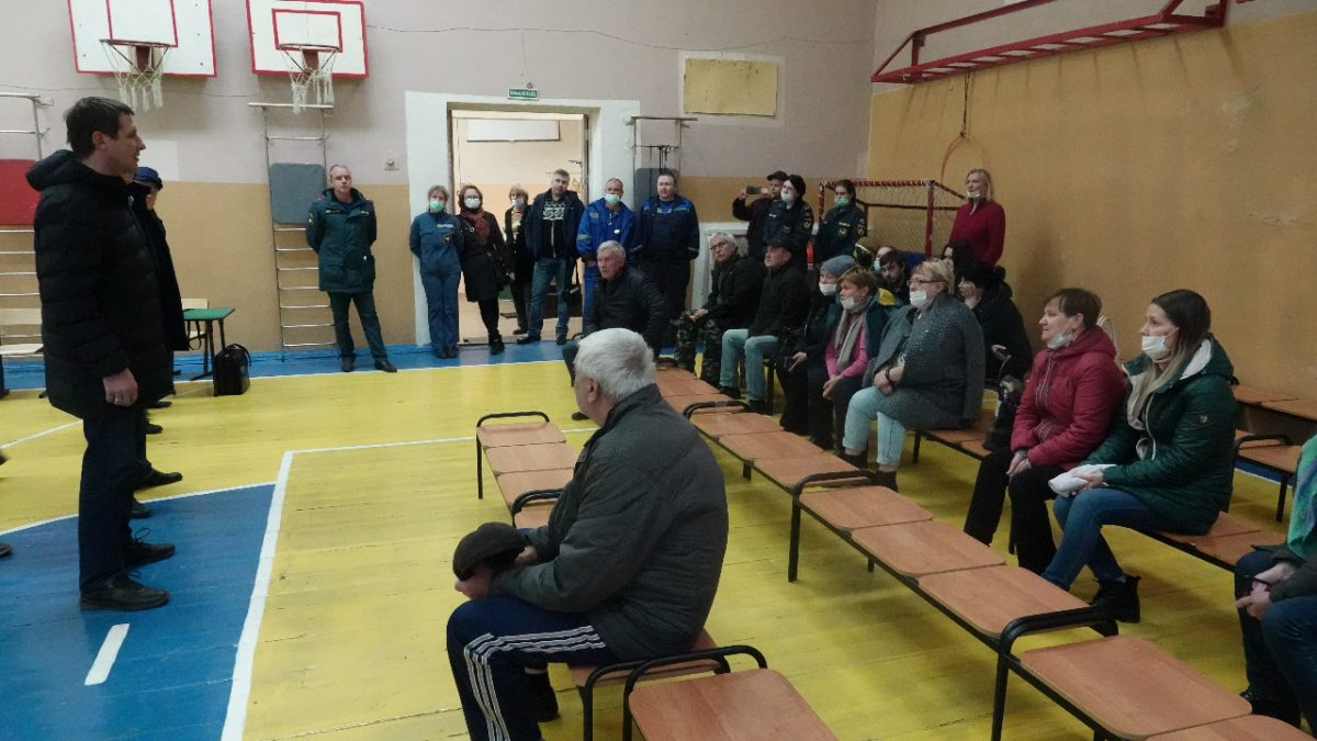 Жители эвакуированного подъезда вдоме №18 наулице Гайдара начали возвращаться всвои квартиры