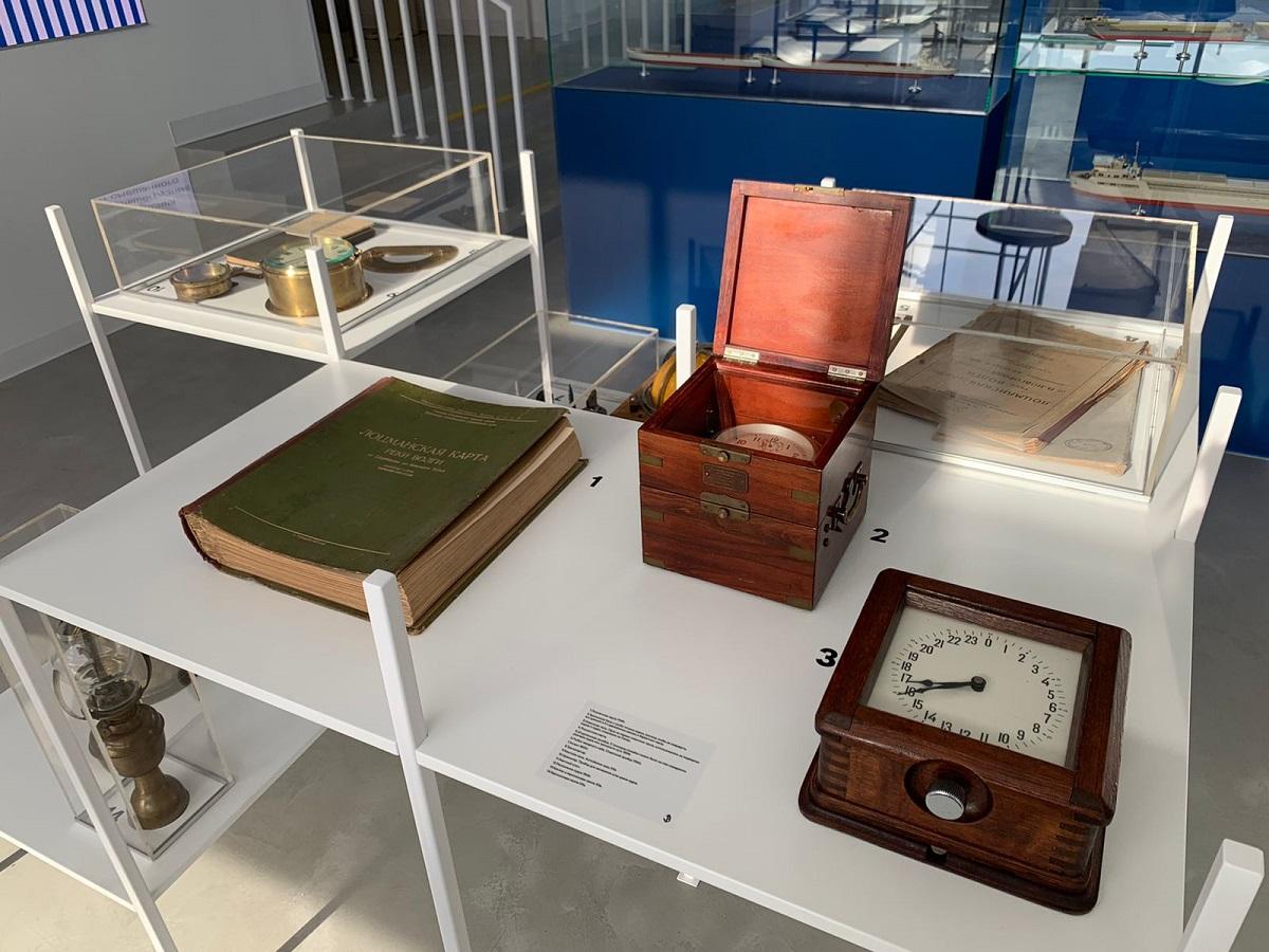 Выставка старинных флотских приборов открылась вздании Волжского пароходства