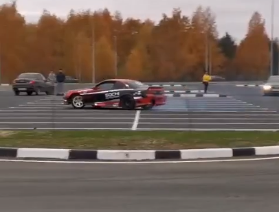 Видео дня: на парковке на Бору появилась своя «Формула-1»