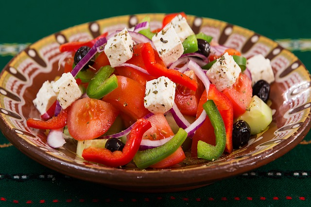 Рецепт томатного салата с сыром фета по-итальянски